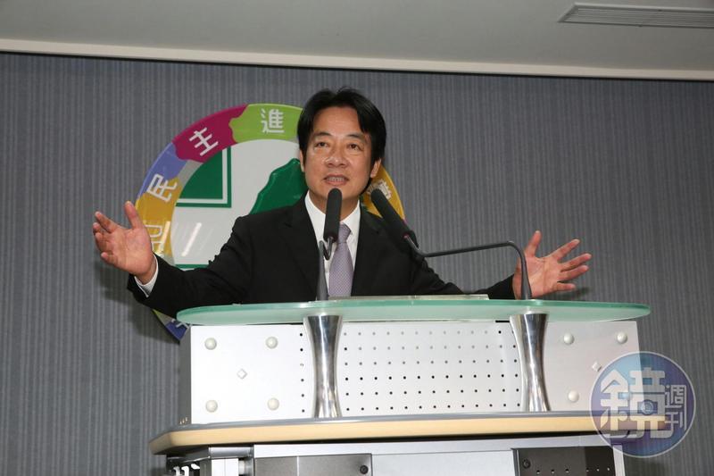 民進黨總統初選候選人賴清德在中執會後說明他提出的新協調方案。