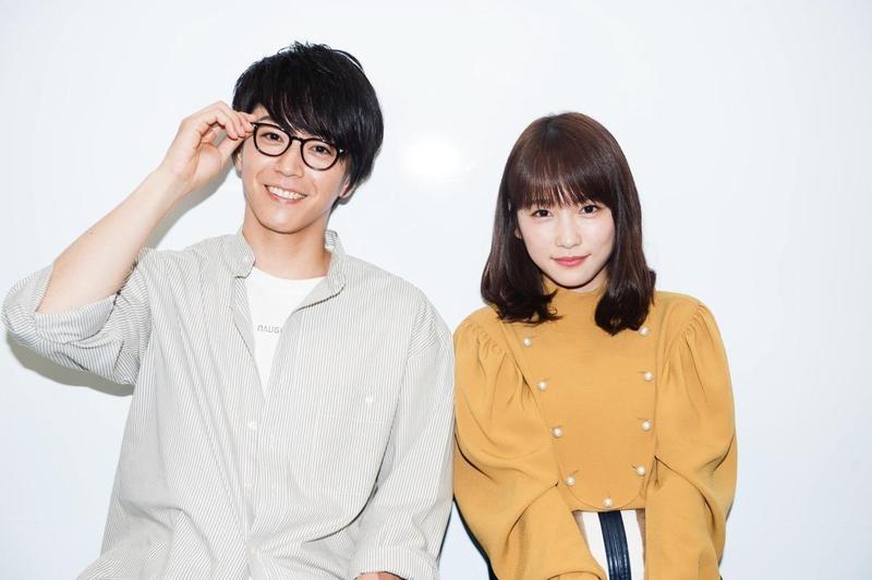川榮李奈(右)日前閃電宣布將與舞台劇演員廣瀨智紀奉子成婚。(翻攝自日本雅虎)
