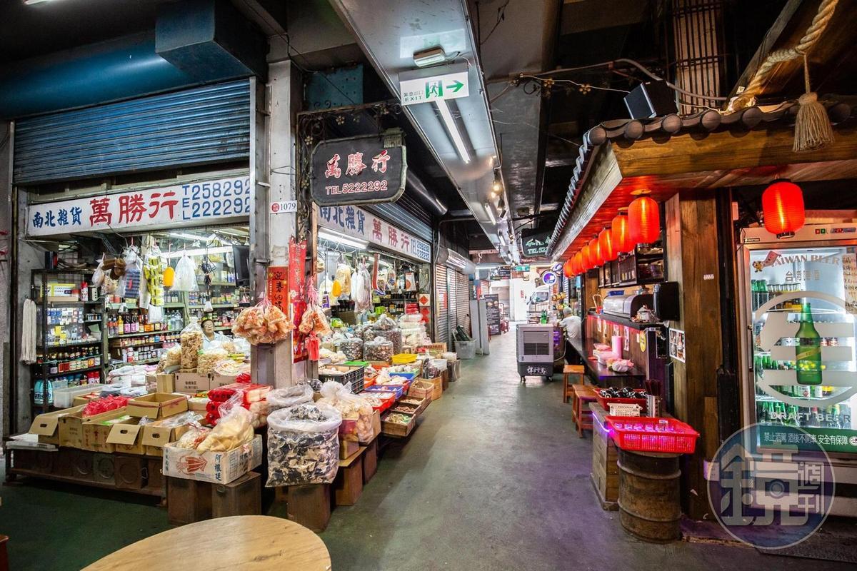 老店與新店同時存在於市場內,成為新風貌。