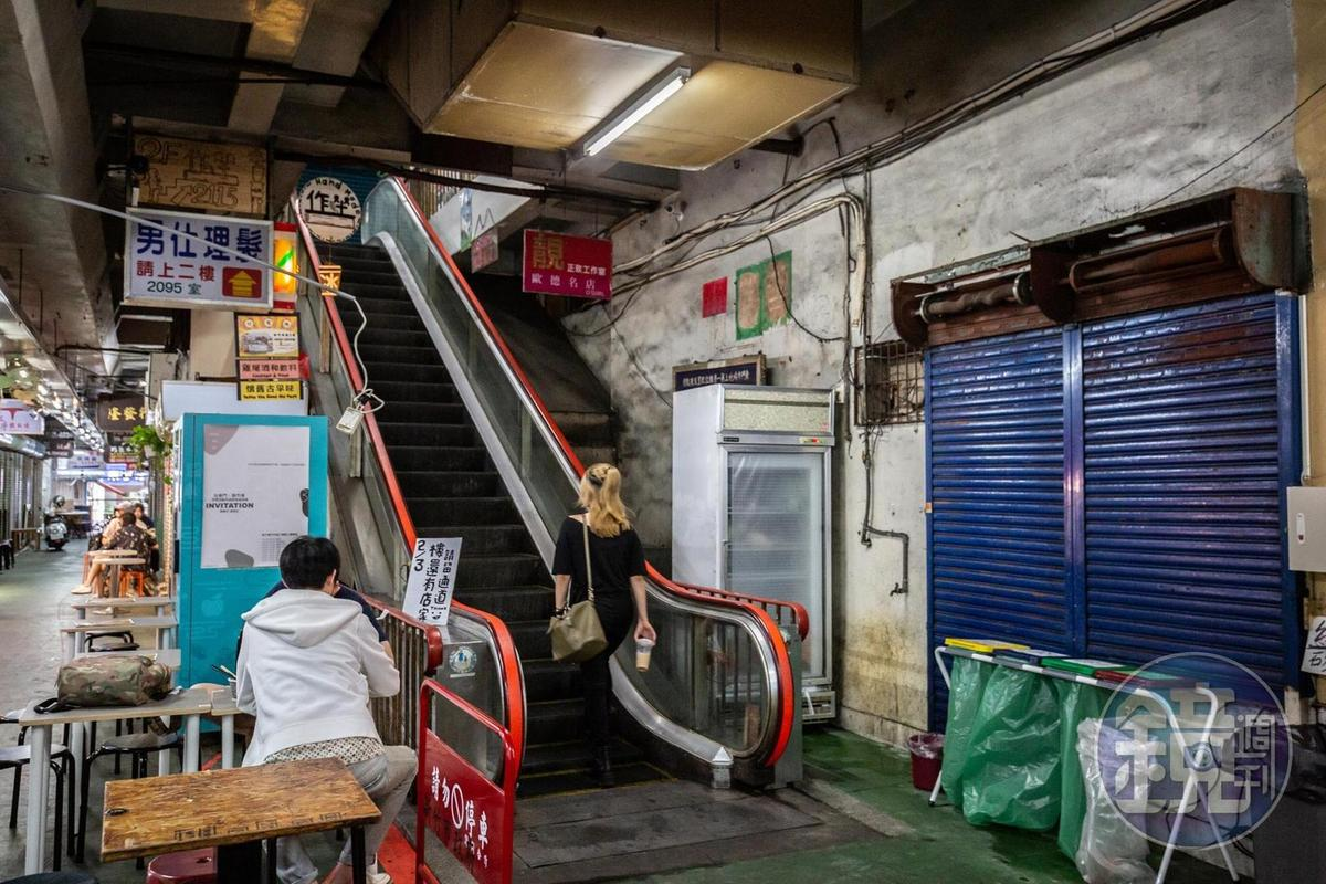 新竹市第一座電扶梯,早已故障無法運行。