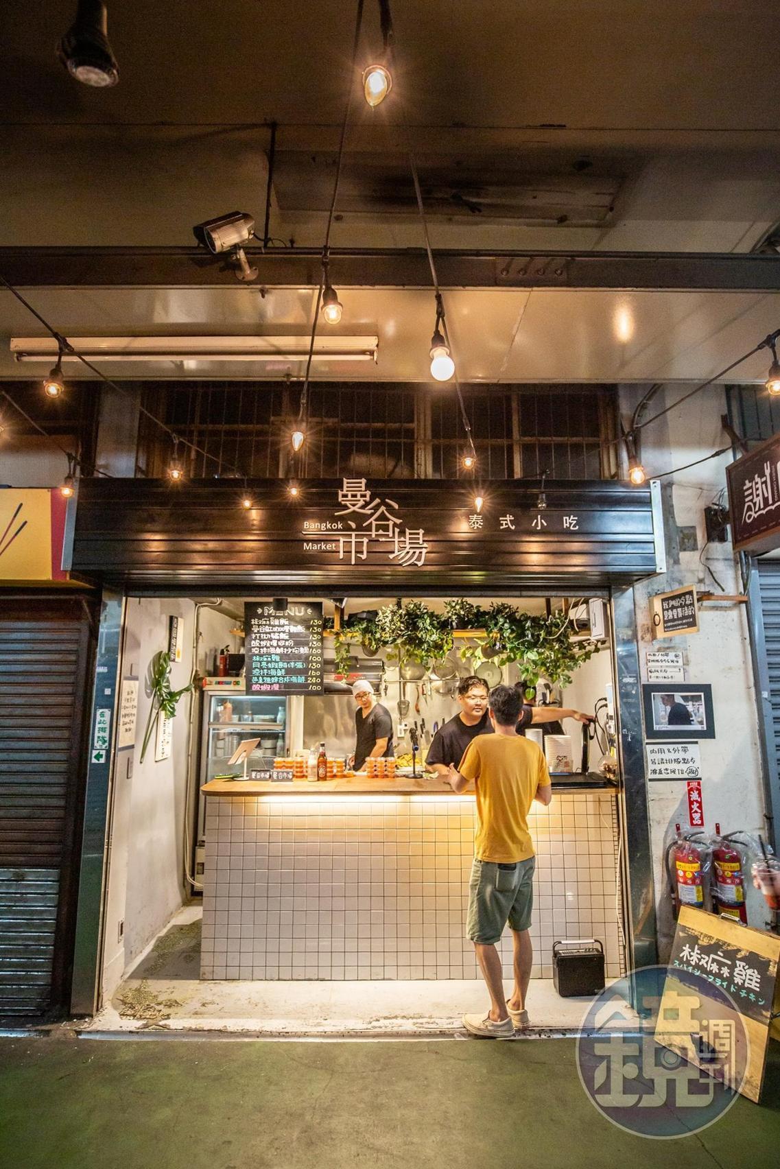 為了讓「曼谷市場」與其他店鋪有差異化,渼喬與查理特別選用小清新的風格,親手布置一切。