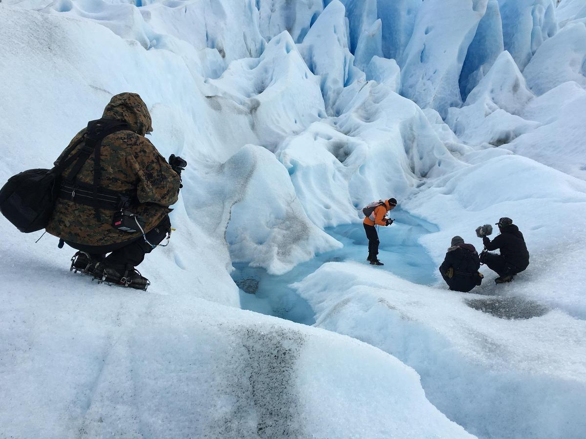 耗資6,000萬元的《出發》由導演黃茂森率領團隊,為了遠赴南極,劇組事前做許多技術與器材的測試。(相知音樂提供)