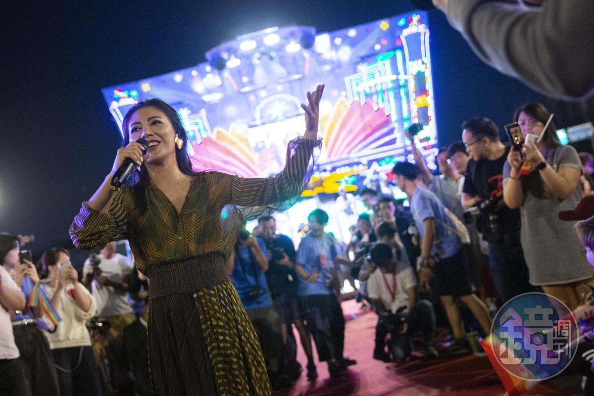 金曲歌后艾怡良也登台獻唱歌曲祝福,將這次活動帶至最高潮。