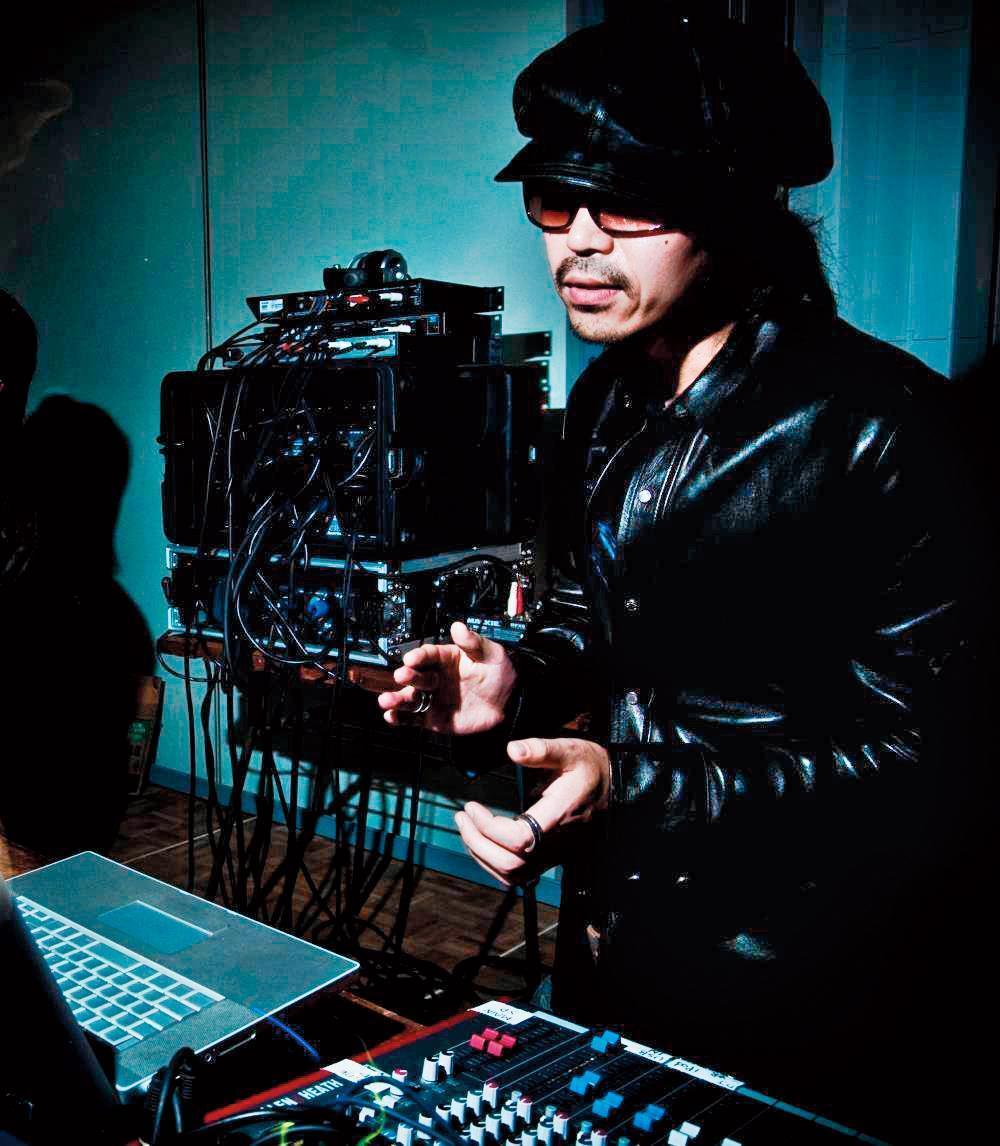 半野喜弘跨界當導演前已是知名電影配樂家,配樂作品《山河故人》還入圍2015年金馬獎最佳原創電影音樂。