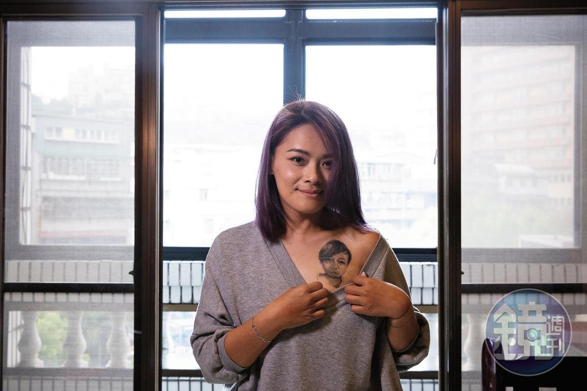 林詩潔與先生董耀文的婚禮是在告別式上,婚後3個月,她把先生的臉刺在最靠近心臟的左胸口。