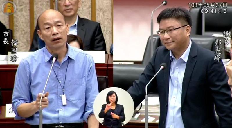 民進黨議員鄭光峰今(27日)質詢市長韓國瑜,認為他對高雄市政還不熟悉,不該去選總統。(翻攝自高雄市議會臉書)