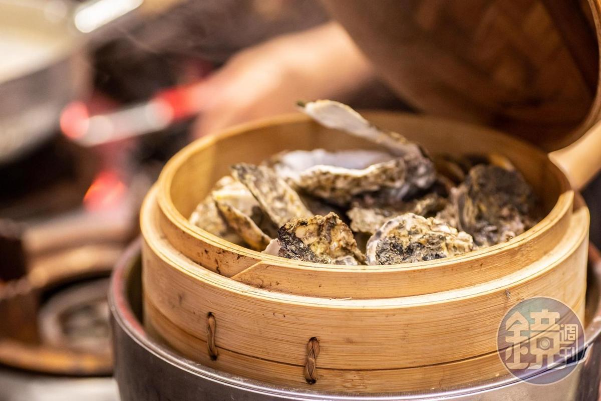 「蒸氣牡蠣」每日自家現採,非常鮮甜。(180元/份)