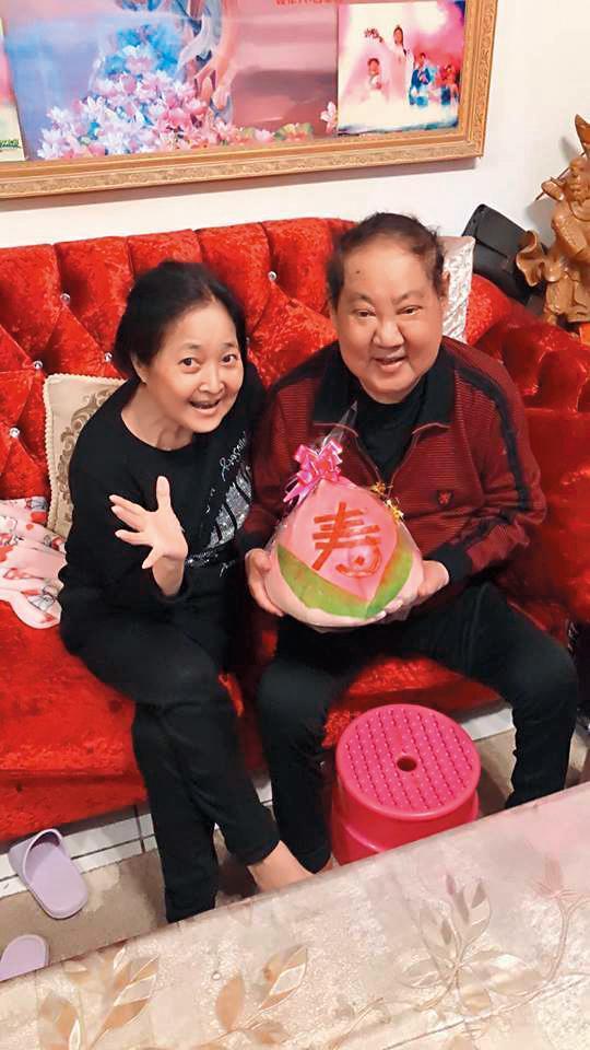今年3月,馬如龍才剛過80大壽,小女兒黃聖雅的老公林耿平曾在臉書上傳照片,看得出馬如龍已有病容。(翻攝自林耿平臉書)