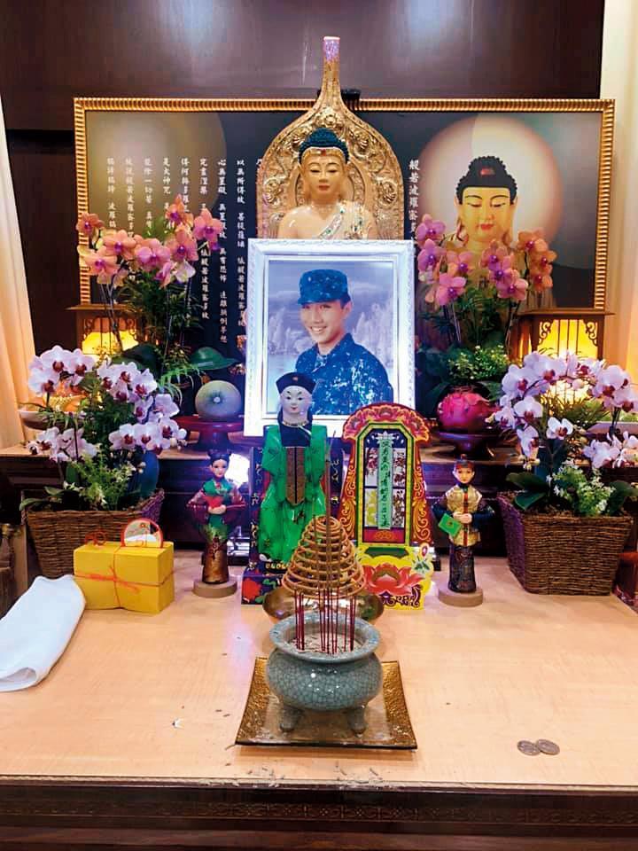 5月18日,22歲的黃博鈞因車禍而身亡,讓親友皆無法接受。(翻攝自Huang Vivian臉書)