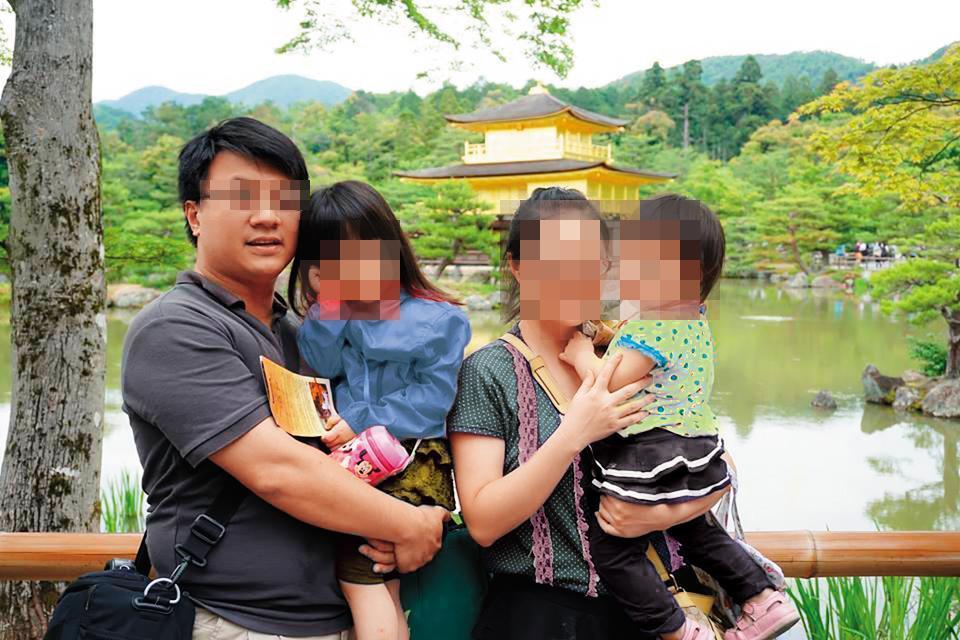 男科長(左)今年39歲,臉書封面是與妻子、2名子女出遊的照片。(翻攝臉書。圖經變色處理)
