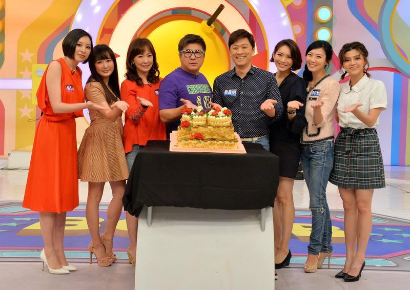胡瓜今日(5/28)在衛視中文台《歡樂智多星》攝影棚內慶祝60歲生日。(衛視)