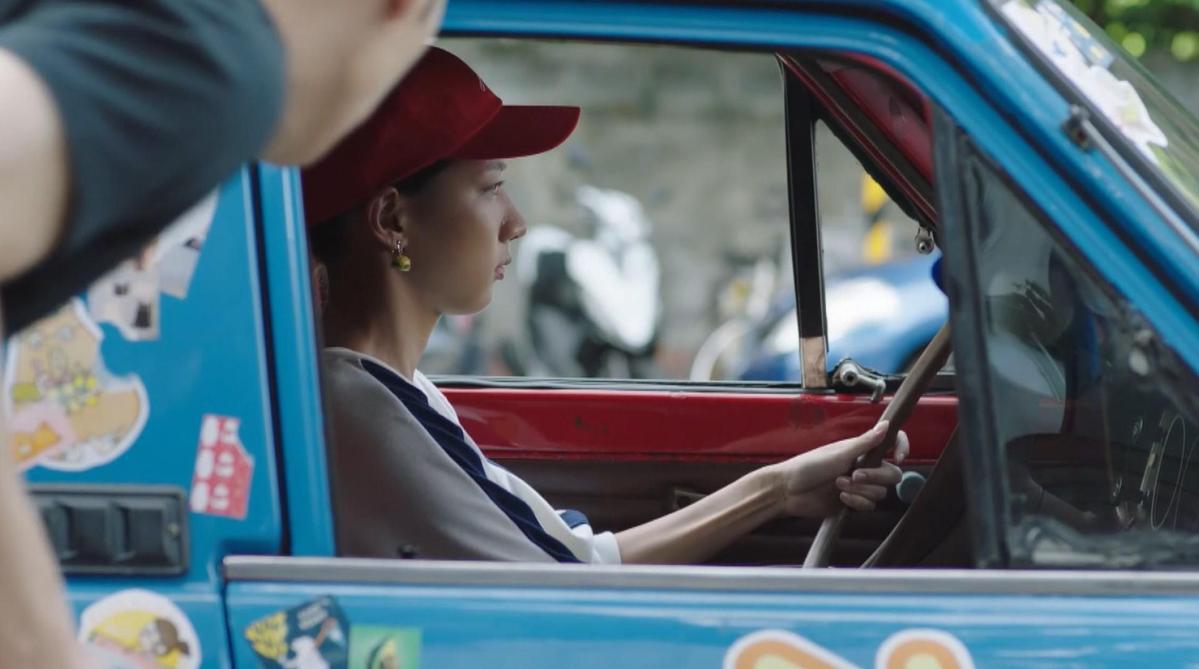 陳妤為了躲債,開著餐車到處做生意。(愛奇藝提供)