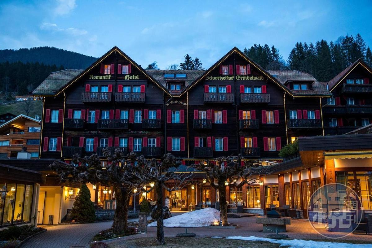 木建材的「Romantik Hotel」,距離車站只要步行5分鐘。