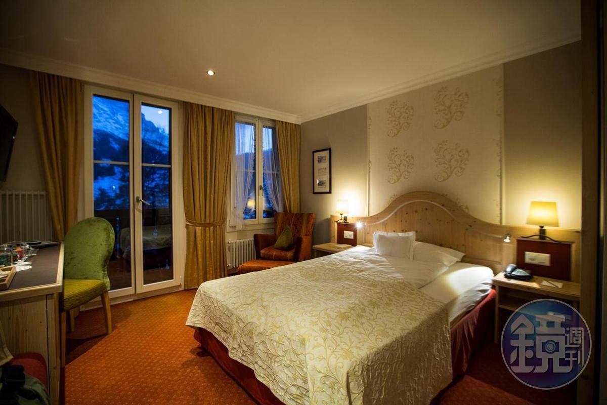 單人房間簡單舒適,窗外就能看到艾格峰。