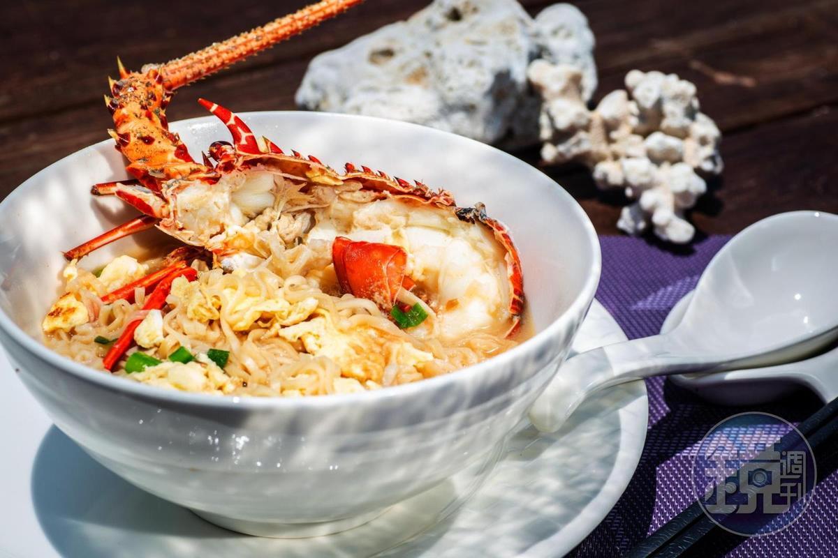 在澎澎灘吃上這碗豐盛又可口的龍蝦泡麵,可羨煞不少旁人。