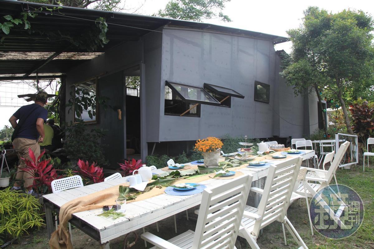 將種植的香草入菜,推出香草茶席。