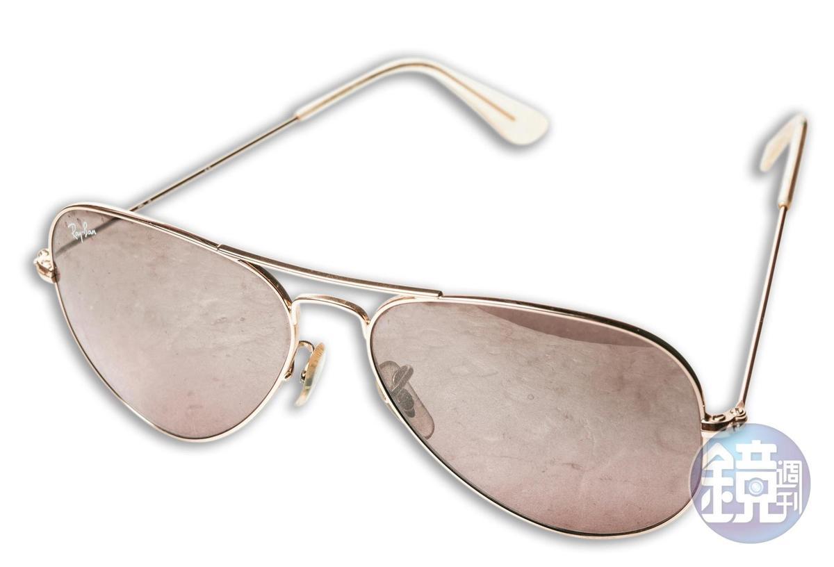 Ray-Ban飛行員墨鏡。約NT$8,000