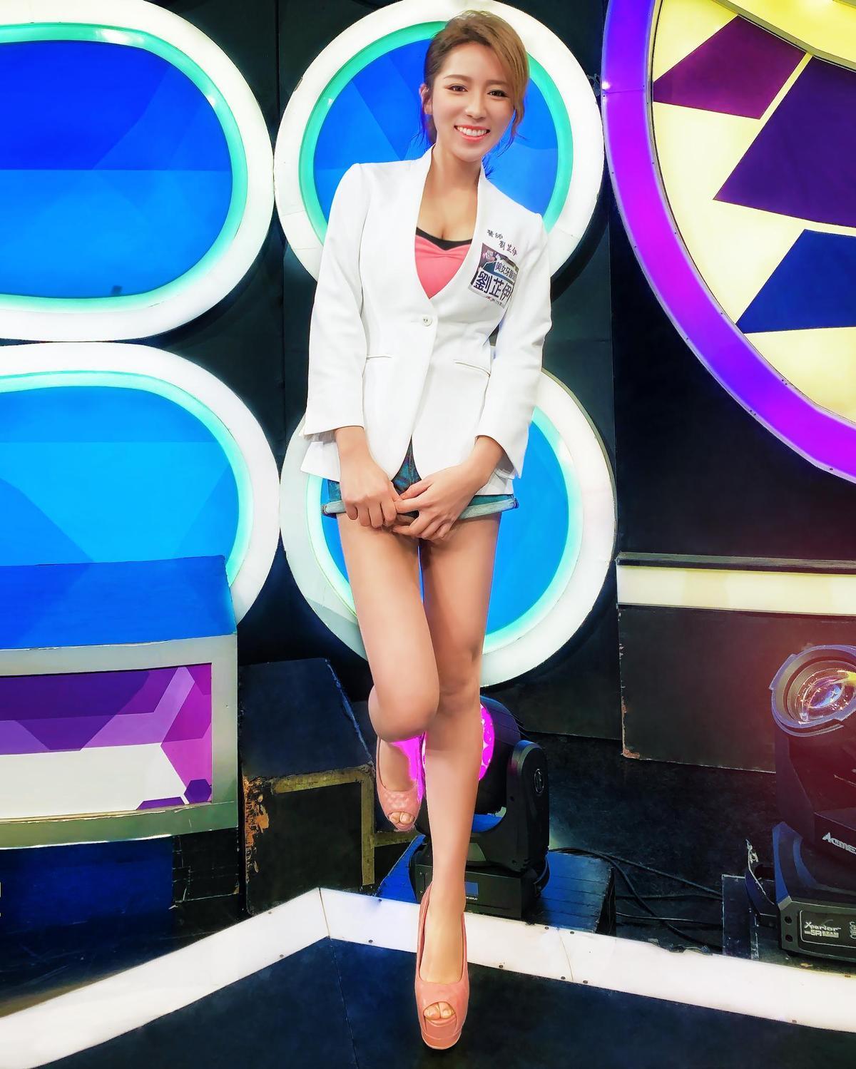 劉芷伊是E奶正妹牙醫師,經常受邀上各大綜藝節目。(翻攝自劉芷伊臉書)