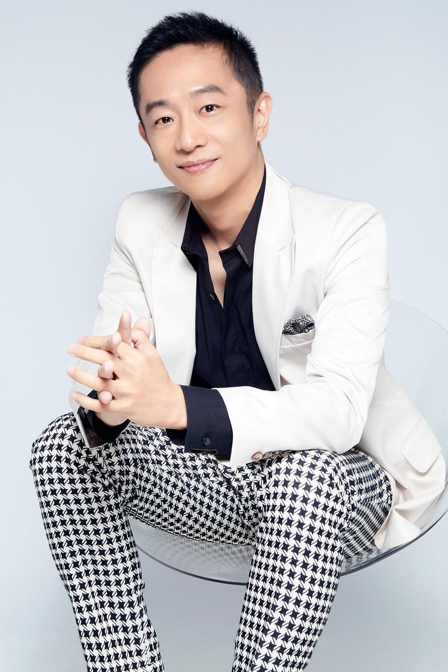 陳昭榮被直播主小沛嗆精品品牌發音不標準  。(翰成數位直播提供)
