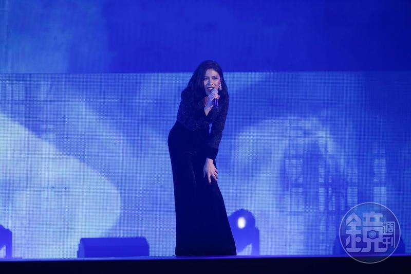 艾怡良今晚獲頒「hito作曲人」、「hito創作歌手」,她也上台獻唱。
