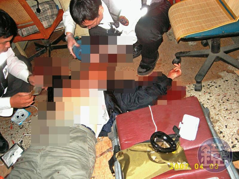 金飾加工業者陳東枝遭邱鼎淯刺殺11刀,躺在血泊中。