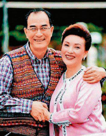 陳莎莉(右)有過兩段婚姻,2000年她與男星車軒(左)離婚後一直單身至今。(翻攝自微博)
