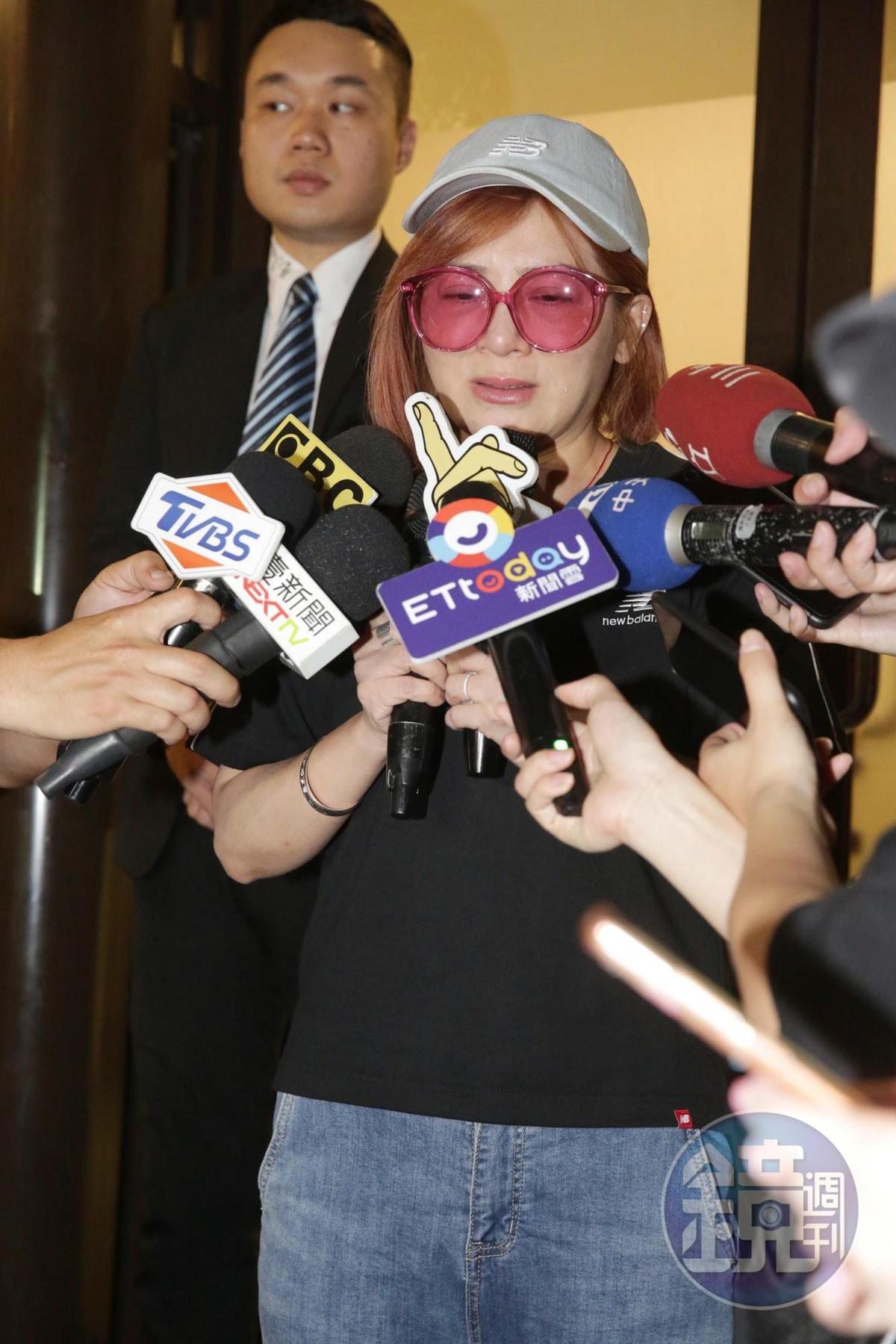 王彩樺透露與賀一航有30年交情,對方把她當妹妹一樣照顧。