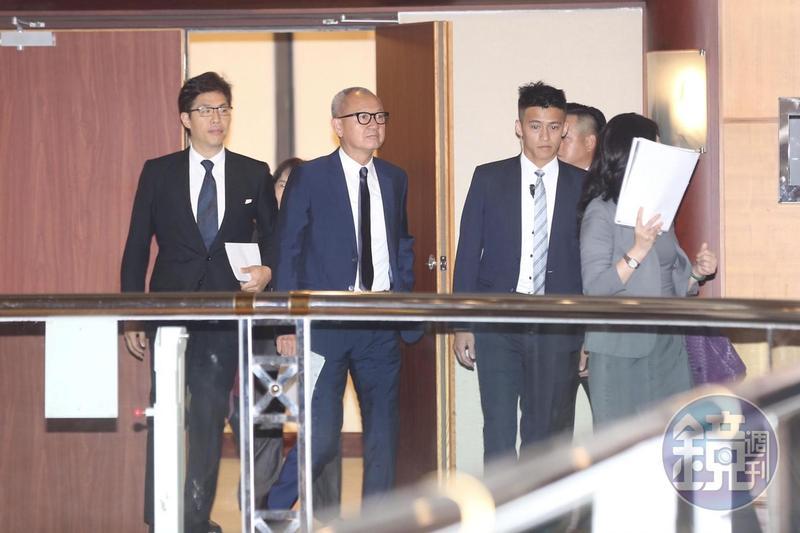 國巨董事長陳泰銘親自出席主持股東會。
