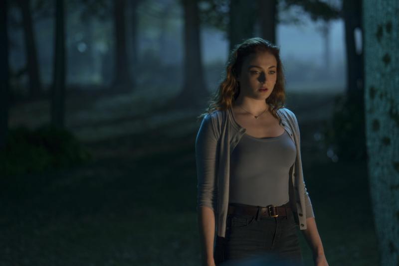 蘇菲特納以絕對C位之姿,成了X戰警系列首部女性超級英雄獨立電影的主角,她當初得知自己要演黑鳳凰反而嚇呆了。(福斯提供)