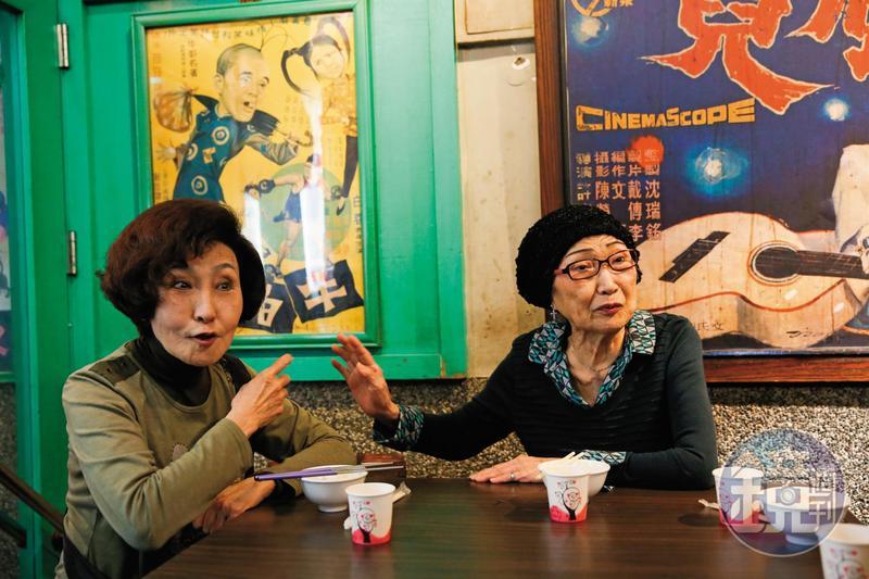 白虹(左)說她剛出道時,小艷秋(右)就是大明星了,2人後來變好姐妹,見面就有聊不完的拍片趣事。