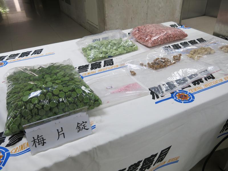 警方查獲青少年容易碰觸的新興毒品毒梅片。(翻攝畫面)