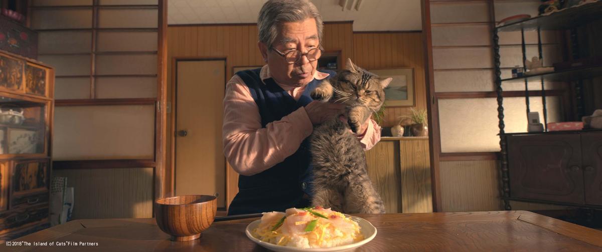 立川志之輔與演員貓有超多對手戲,也結下不解之緣,拍攝時完全招架不住牠的可愛魅力。(天馬行空提供)
