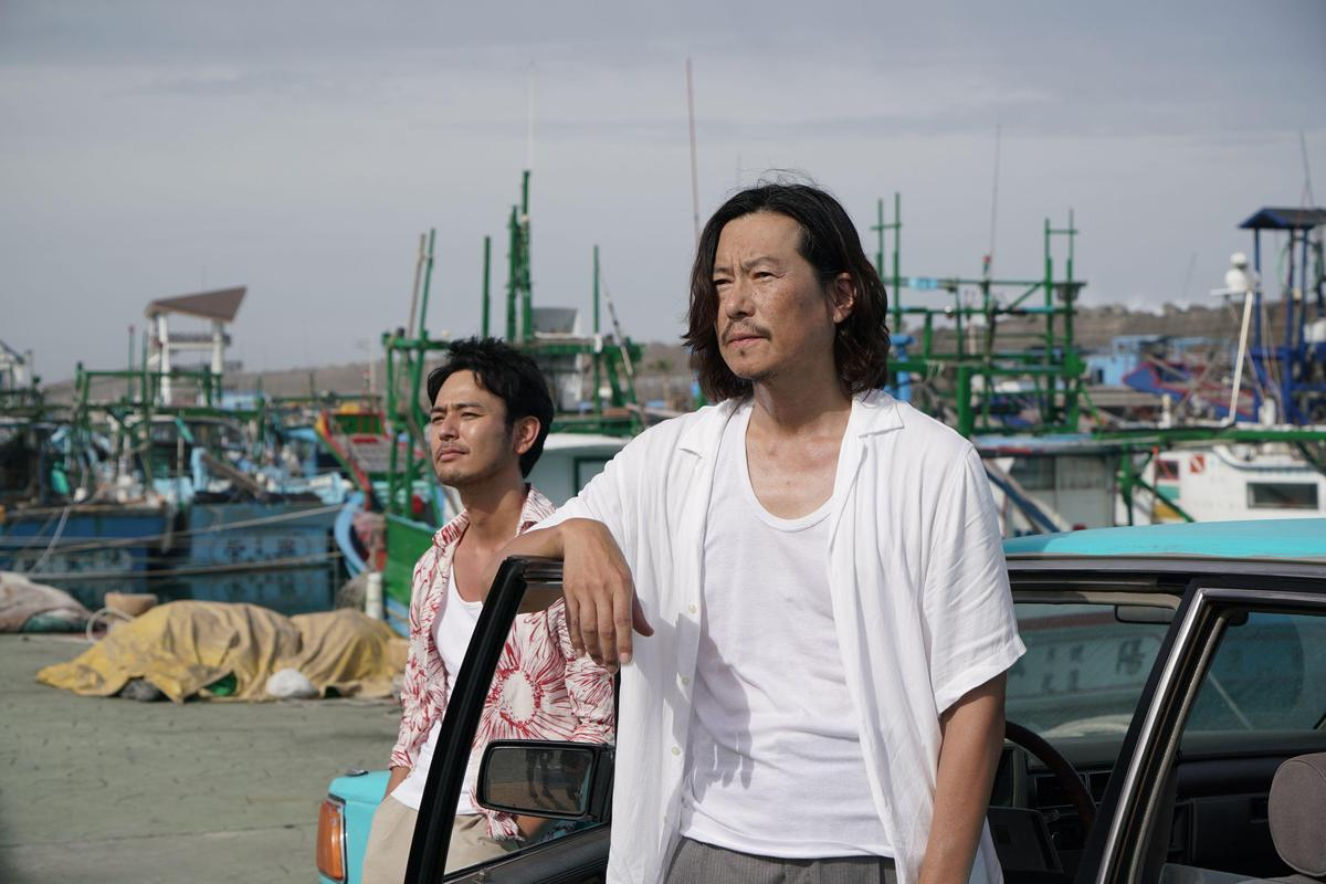 豐川悅司及妻夫木聰在片中先後因為跑路而來到台灣,在這裡展開他們的贖罪之旅。(威視提供)