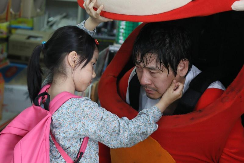 薛耿求在《希望:為愛重生》飾演守護女兒的爸爸,自爆看劇本時邊看邊哭。(可樂電影提供)