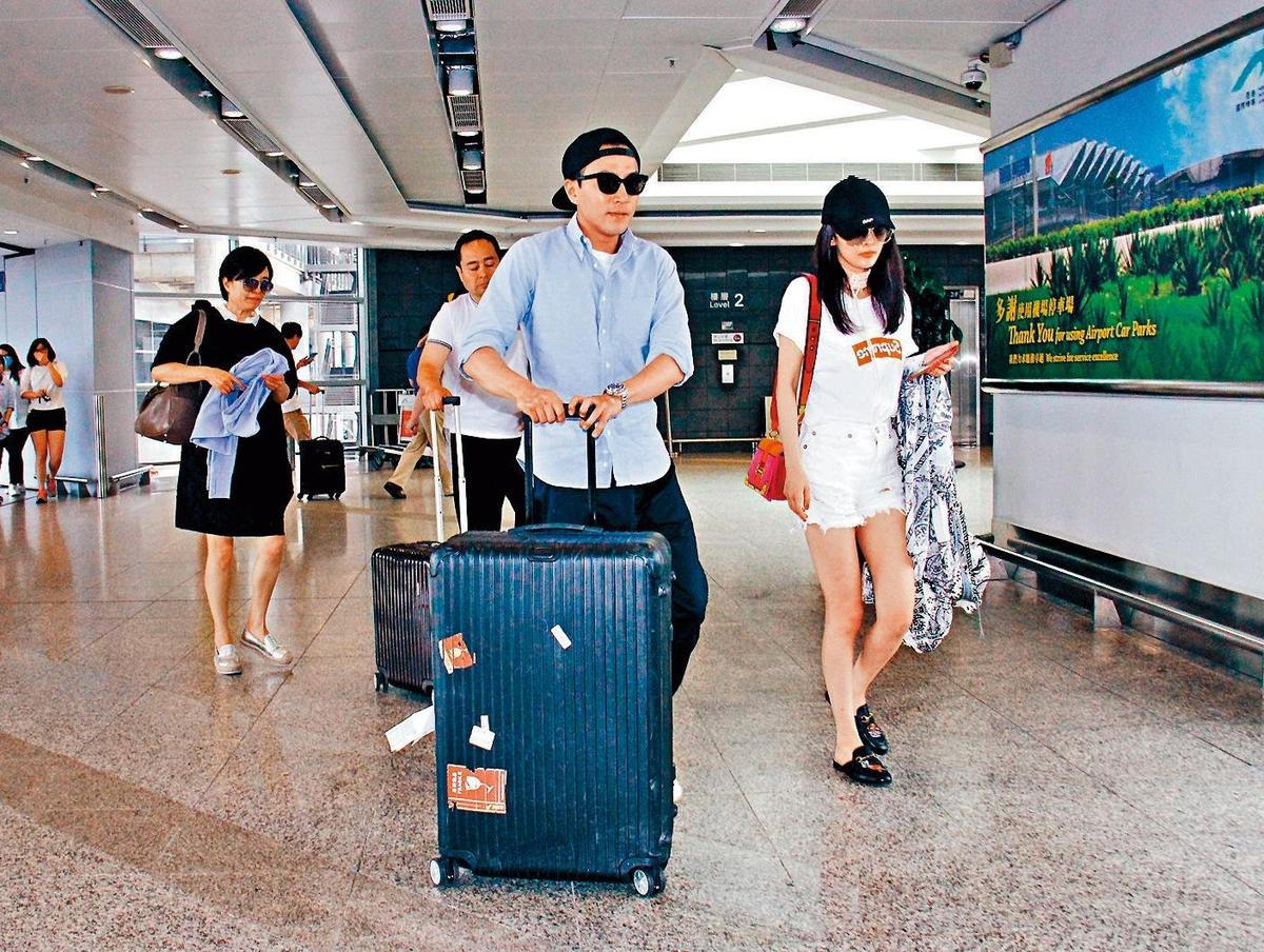 楊冪與劉愷威去年最後一次被拍到兩人在香港機場,離婚後也避談彼此。(東方IC)