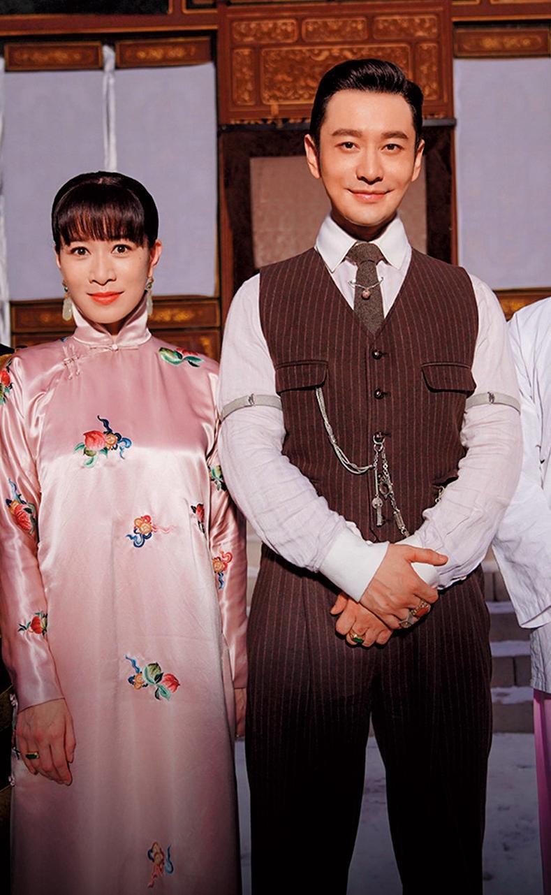 黃曉明(右)近來參與新作《鬢邊不是海棠紅》4月殺青。左為佘詩曼。(翻攝自鬢邊不是海棠紅微博)
