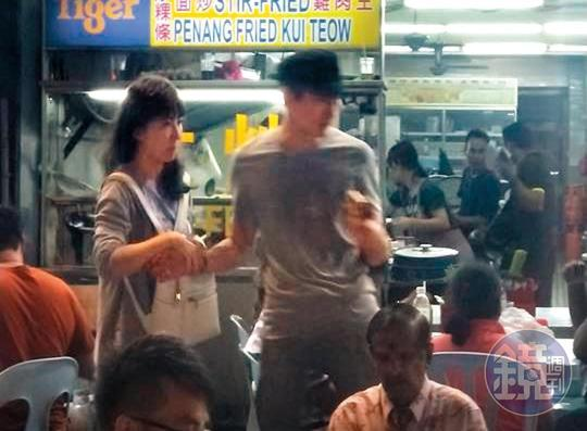 本刊之前得到一組照片,是謝忻跟一名「黑帽男」在馬來西亞親暱約會的照片,算了一算也跟她與阿翔婚外曖昧的時間重疊。(讀者提供)