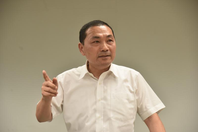 新北市長侯友宜怒拔淡水分局長陳良德。(翻攝畫面)