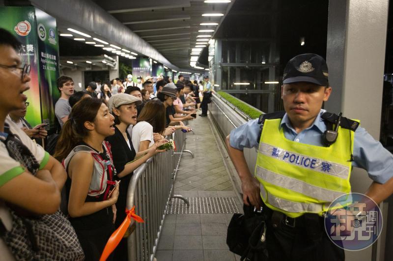 港府強推修訂《逃犯條例》,示威者包圍香港立法會阻止該法二讀。