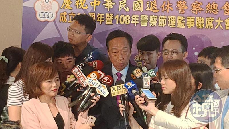 郭台銘參加退警總會活動受訪,再次表態聲明一國兩制在香港執行失敗。