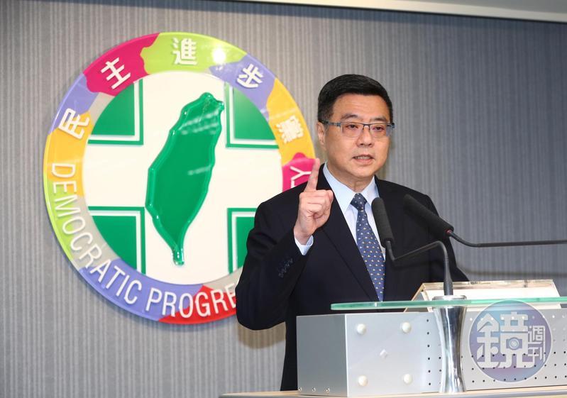 民進黨主席卓榮泰公布總統初選民調結果。