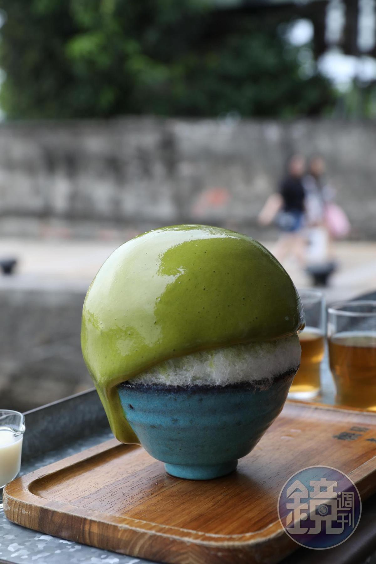 「ESPUMA宇治金時」淋上氣泡感的抹茶醬,口感綿密十分特別。(180元/份)