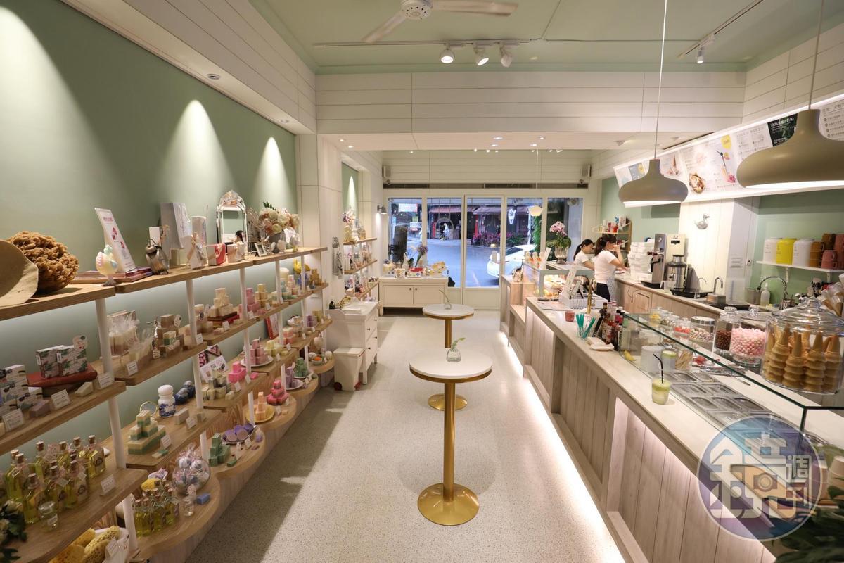 淡水手工皂店「雪文洋行」,近年多了霜淇淋品牌「甜慢慢」。