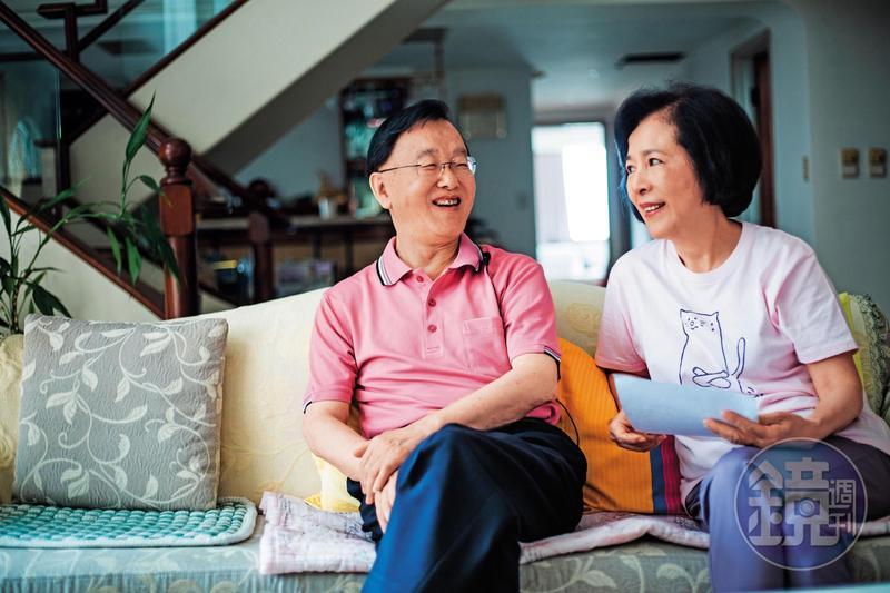 盛竹如(左)和太太(右)結縭40多年,買房、理財大小事,都由太太掌管。