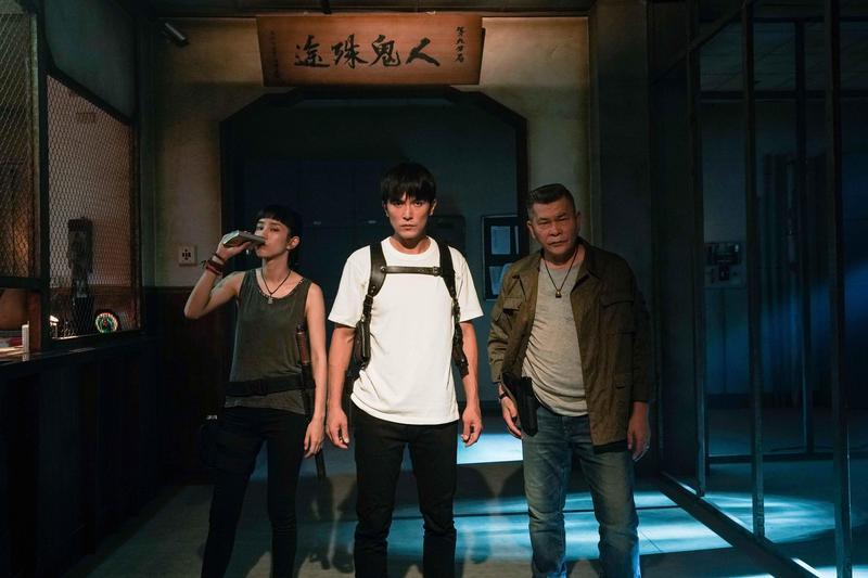 温貞菱(左起)、邱澤、澎恰恰合組抓鬼小隊,頗有本土版「Ghostbusters」的味道。(甲上提供)