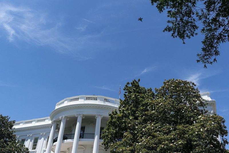 2019年6月12日,一架美軍F-35戰鬥機凌空飛越白宮。(東方IC)