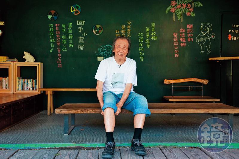 管管高齡九十,仍有豐沛創作力,近日出版新書《燙一首詩送嘴,趁熱》,他說養生的祕訣就是不要吃飽。