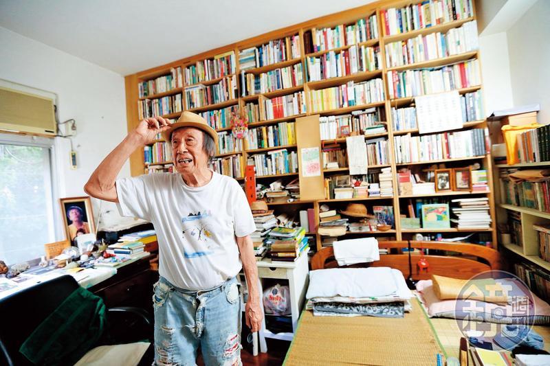 管管70年代中期從大直北安路眷村遷居新店花園新城(圖),歲月更迭,人老了,書也愈來越多。