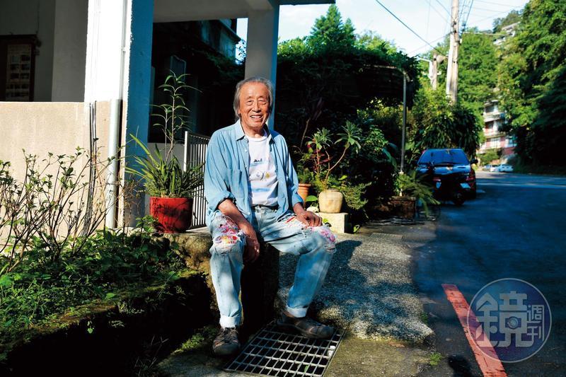 管管牛仔褲破洞裡的花布,是他自己縫上的。