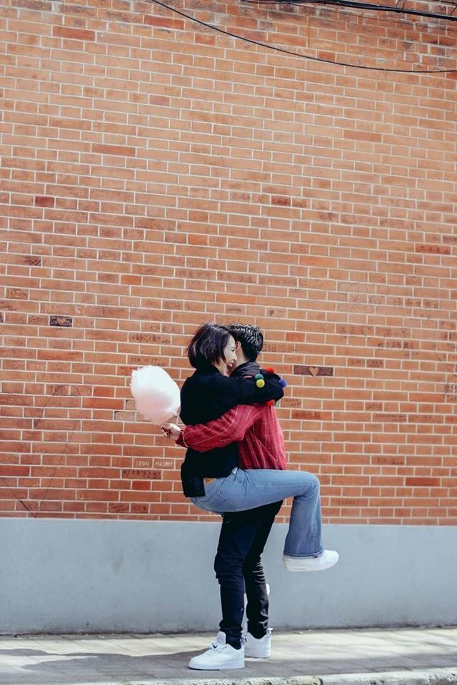 2人在西班牙工作之餘也忙著拍下不少恩愛照片,這一系列的棉花糖無尾熊抱抱,2人玩得不亦樂乎。(翻攝自蔡少芬臉書)